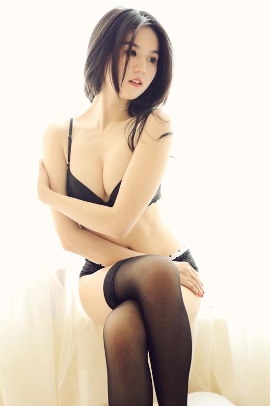 Ngọc Trinh sexy... trên giường - 11