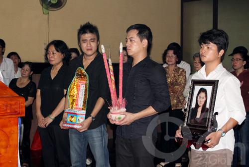 DJ Hoàng Anh chết lặng tiễn vợ lần cuối - 3