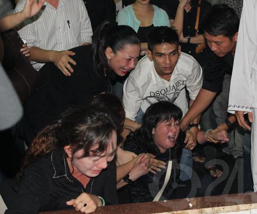DJ Hoàng Anh chết lặng tiễn vợ lần cuối - 5
