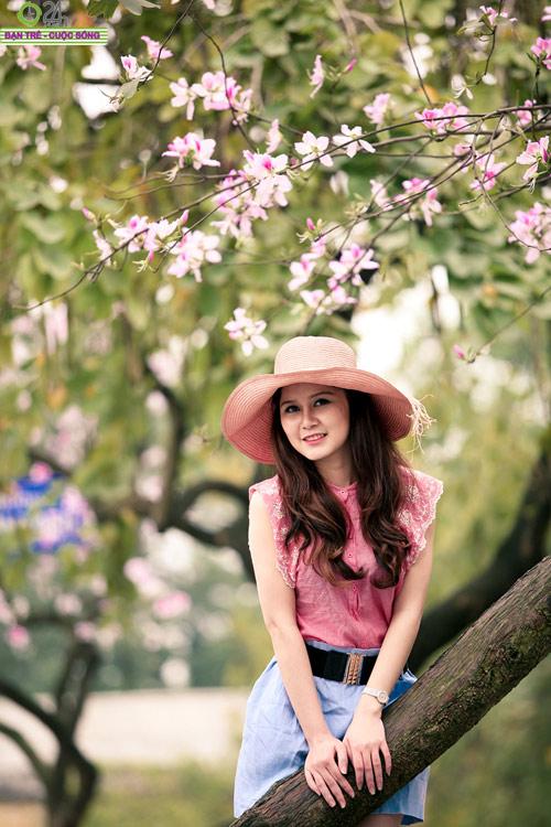 Thiếu nữ khoe sắc bên hoa ban - 5