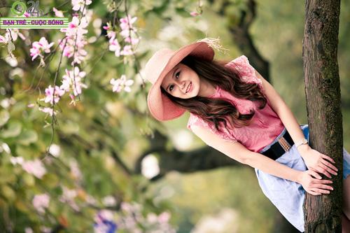 Thiếu nữ khoe sắc bên hoa ban - 8