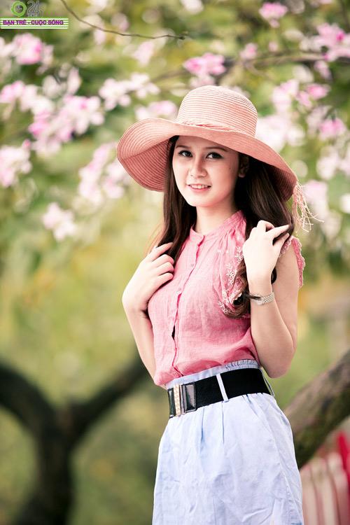 Thiếu nữ khoe sắc bên hoa ban - 4