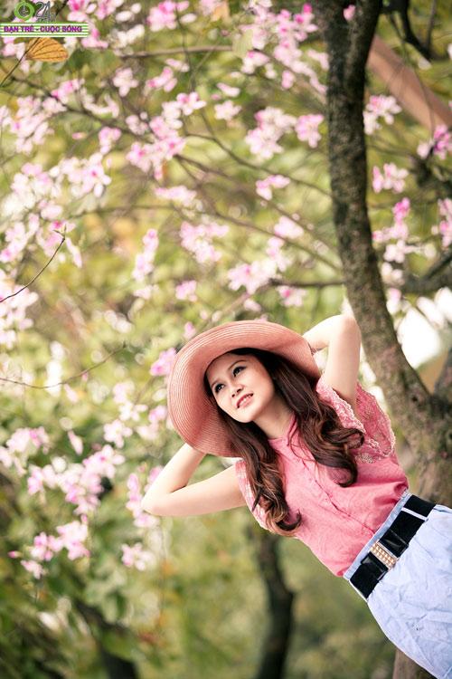 Thiếu nữ khoe sắc bên hoa ban - 6