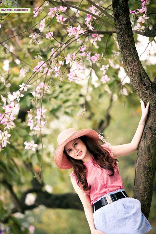 Thiếu nữ khoe sắc bên hoa ban - 7
