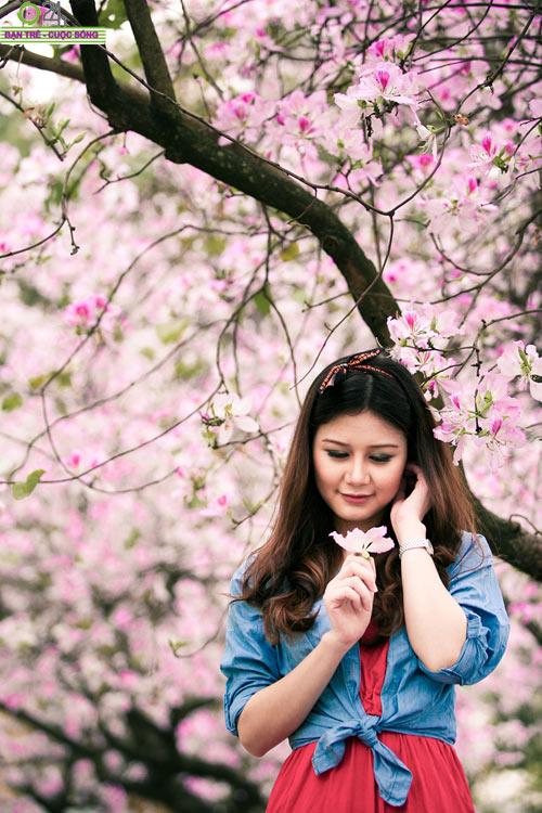 Thiếu nữ khoe sắc bên hoa ban - 13