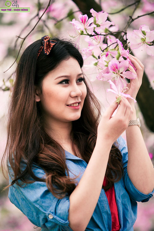 Thiếu nữ khoe sắc bên hoa ban - 12