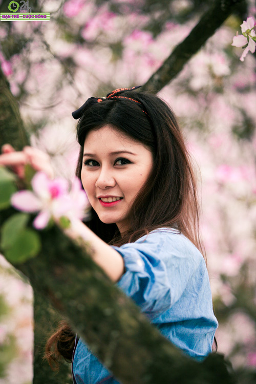 Thiếu nữ khoe sắc bên hoa ban - 19