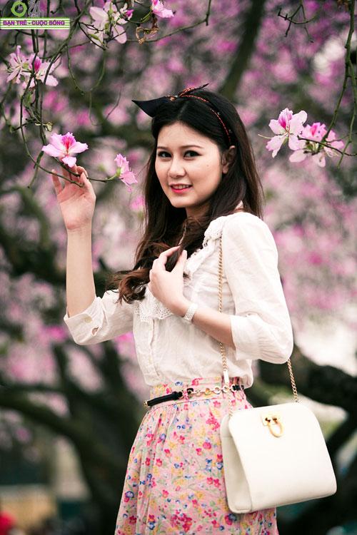 Thiếu nữ khoe sắc bên hoa ban - 10