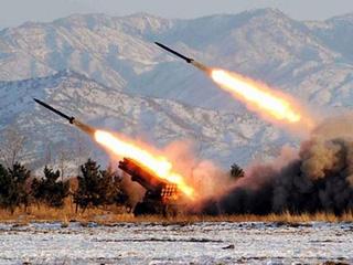 Triều Tiên vừa bắn liên tiếp 2 tên lửa - 1