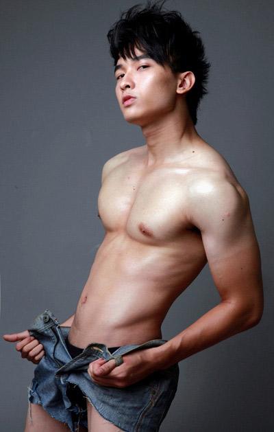 Khuôn ngực vạm vỡ của sao nam Việt - 16