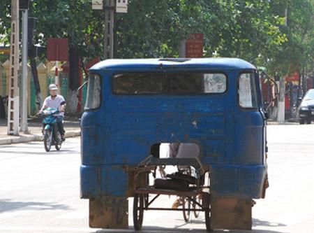 """Ảnh Việt Nam: Những con xe """"cút kít"""" - 4"""