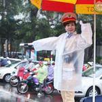 Tin tức trong ngày - Tò mò nhìn nữ CSGT điều khiển giao thông
