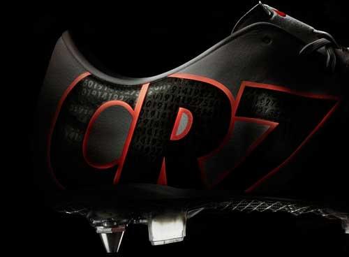 Giày mới của Ronaldo: Bí ẩn những con số - 2