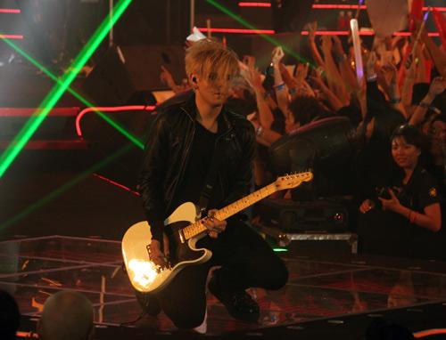 Vietnamese fans crazy for Adam Lambert, Music - MTV, Adam Lambert, Adam Lambert arrived in Vietnam, a American Idol, Aurea, NS Yoon G, H-artitry, singer In addition, news