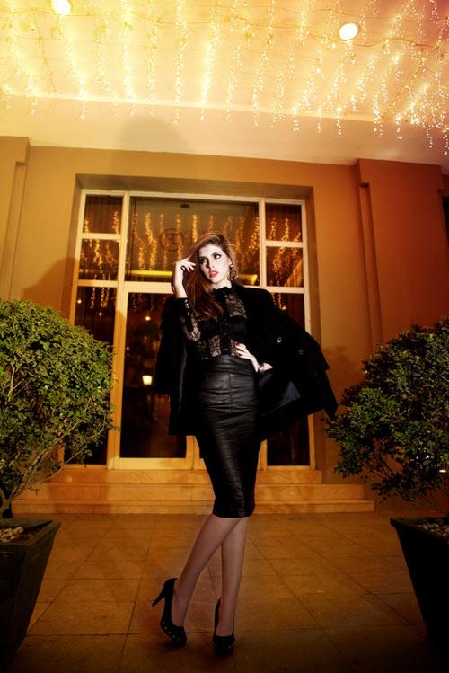 Andrea mặc xuyên thấu sexy trên phố đông - 7