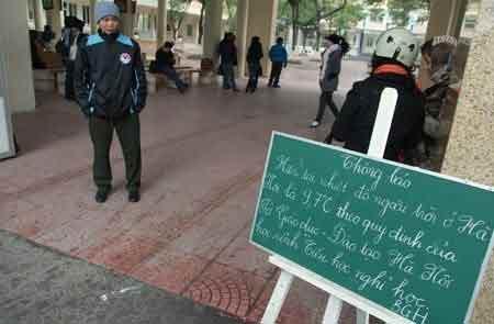Hàng ngàn HS Hà Nội nghỉ học vì rét - 1