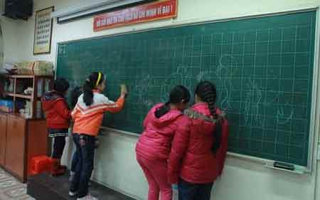 Hàng ngàn HS Hà Nội nghỉ học vì rét - 6