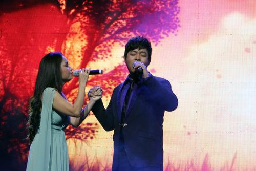 Cẩm Ly run cầm cập khi hát cùng Quang Lê - 2