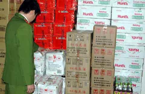 Bắt giữ hàng nghìn hộp gia vị lậu trên xe tải - 3