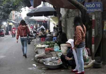 """Những """"chợ quê"""" kỳ quặc giữa đất Thủ đô - 11"""
