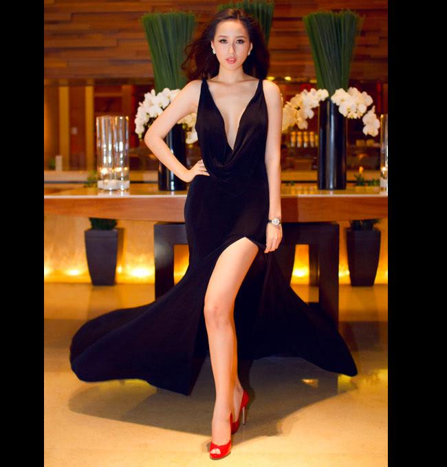 Mặc váy xẻ cao, khoét sâu táo bạo