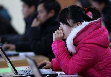 Hơn 300 thí sinh thi trực tuyến vào Bộ Nội vụ - 4