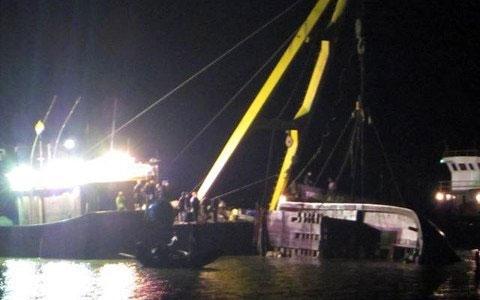 Kể chuyện cật lực trong sóng dữ vớt tàu chìm - 3