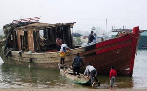 Kể chuyện cật lực trong sóng dữ vớt tàu chìm - 4