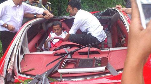 Bộ trưởng Indonesia phá nát xế điện - 1