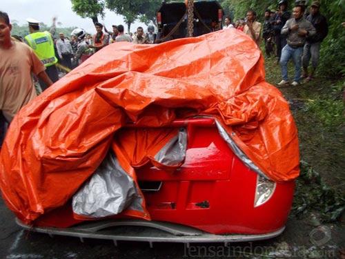 Bộ trưởng Indonesia phá nát xế điện - 3