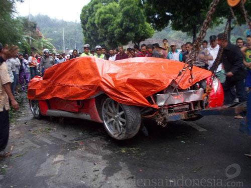 Bộ trưởng Indonesia phá nát xế điện - 8
