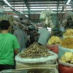 Thị trường - Tiêu dùng - Hàng tết tăng giá, khách mua thờ ơ