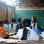 """Giáo dục - du học - """"Cõng"""" chữ qua dốc Mạ ơi"""