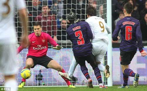 """Arsenal: 21 ngày """"cùng khổ"""" - 1"""
