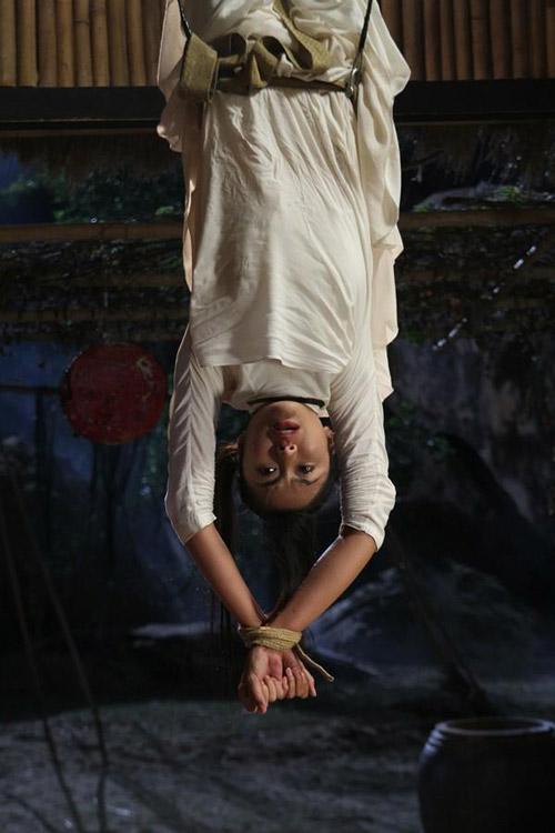 Hà Tăng, Uyên Linh gây sốt - 1