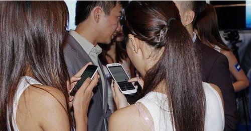 Điện thoai SS Galaxy S3 Đài Loan cháy hàng - 2
