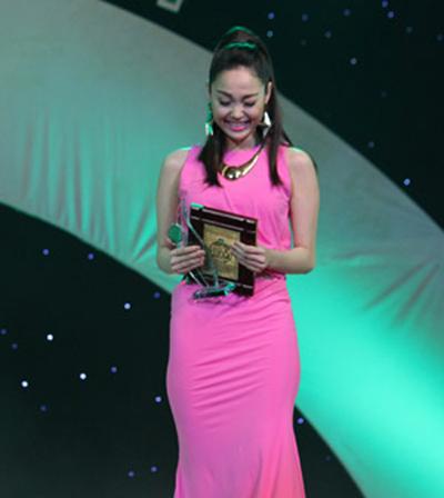 Lùm xùm các giải thưởng của showbiz Việt - 3