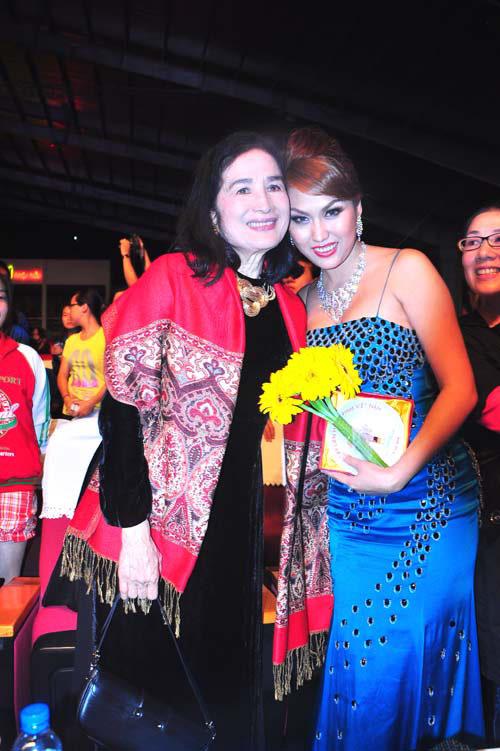 Lùm xùm các giải thưởng của showbiz Việt - 5
