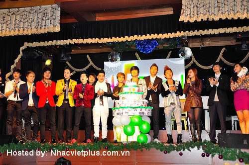 Du Thiên đạt giải ca sỹ xuất sắc nhất 2012 - 1