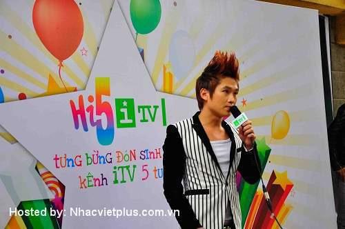 Du Thiên đạt giải ca sỹ xuất sắc nhất 2012 - 3