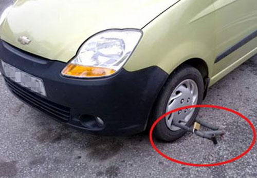 Đề xuất khóa bánh ô tô đỗ lộn xộn - 1