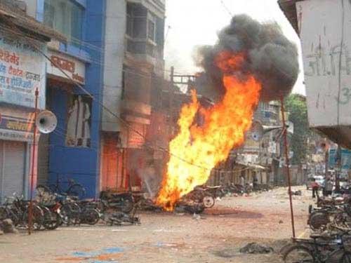 Bạo loạn ở Ấn Độ: 200 người bị thương - 2