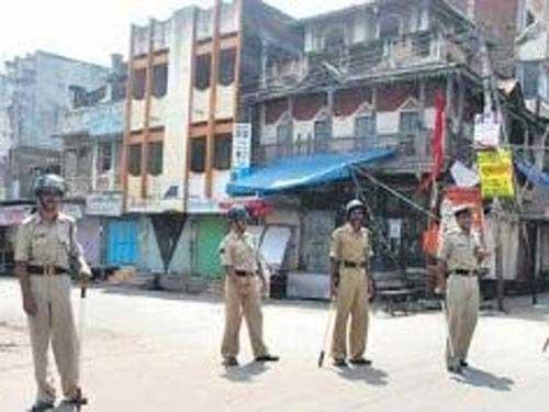 Bạo loạn ở Ấn Độ: 200 người bị thương - 4