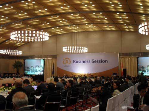 Hà Nội: Sẽ giảm bớt các cuộc họp - 1