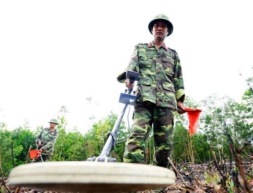 Chùm ảnh: Những người lính rà phá bom mìn - 2