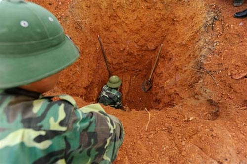Chùm ảnh: Những người lính rà phá bom mìn - 4