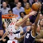 Thể thao - NBA: Cú úp rổ trái tay của Kevin Durant
