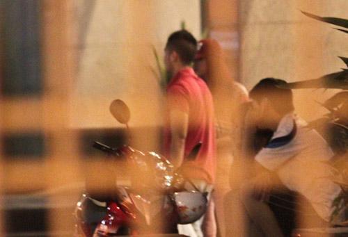 Hương Giang Idol và bạn trai đi mua sắm - 10