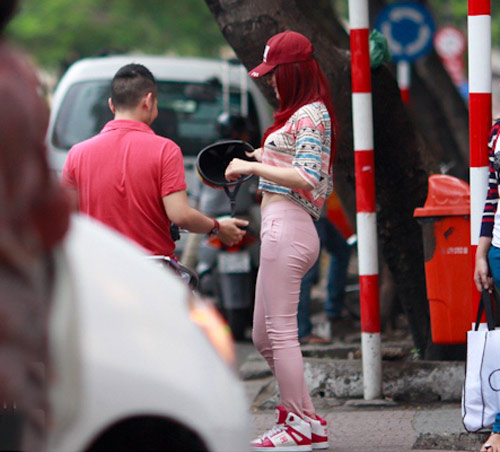 Hương Giang Idol và bạn trai đi mua sắm - 4