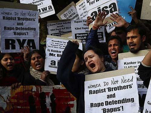 Vụ hiếp dâm ở Ấn Độ: Ba bị cáo chối tội - 1